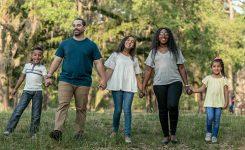 ¿Qué hago cuando creo diferente que mi familia?